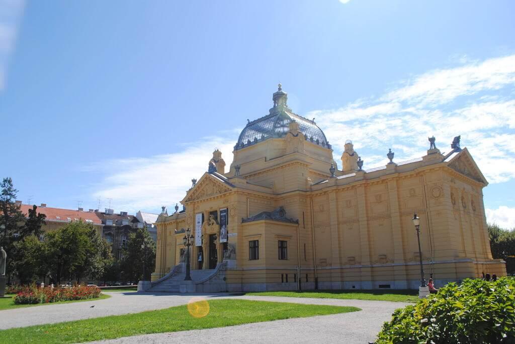 Pabellón de Arte de la Plaza del rey Tomislav