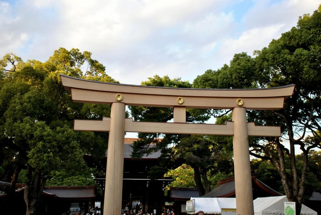 Acceso al interior del Santuario de Meiji