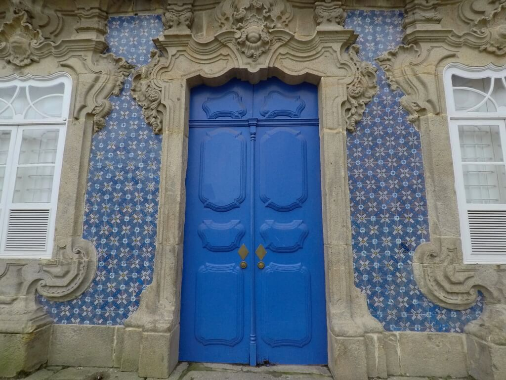 Detalle de la puerta de entrada a la Casa do Raio