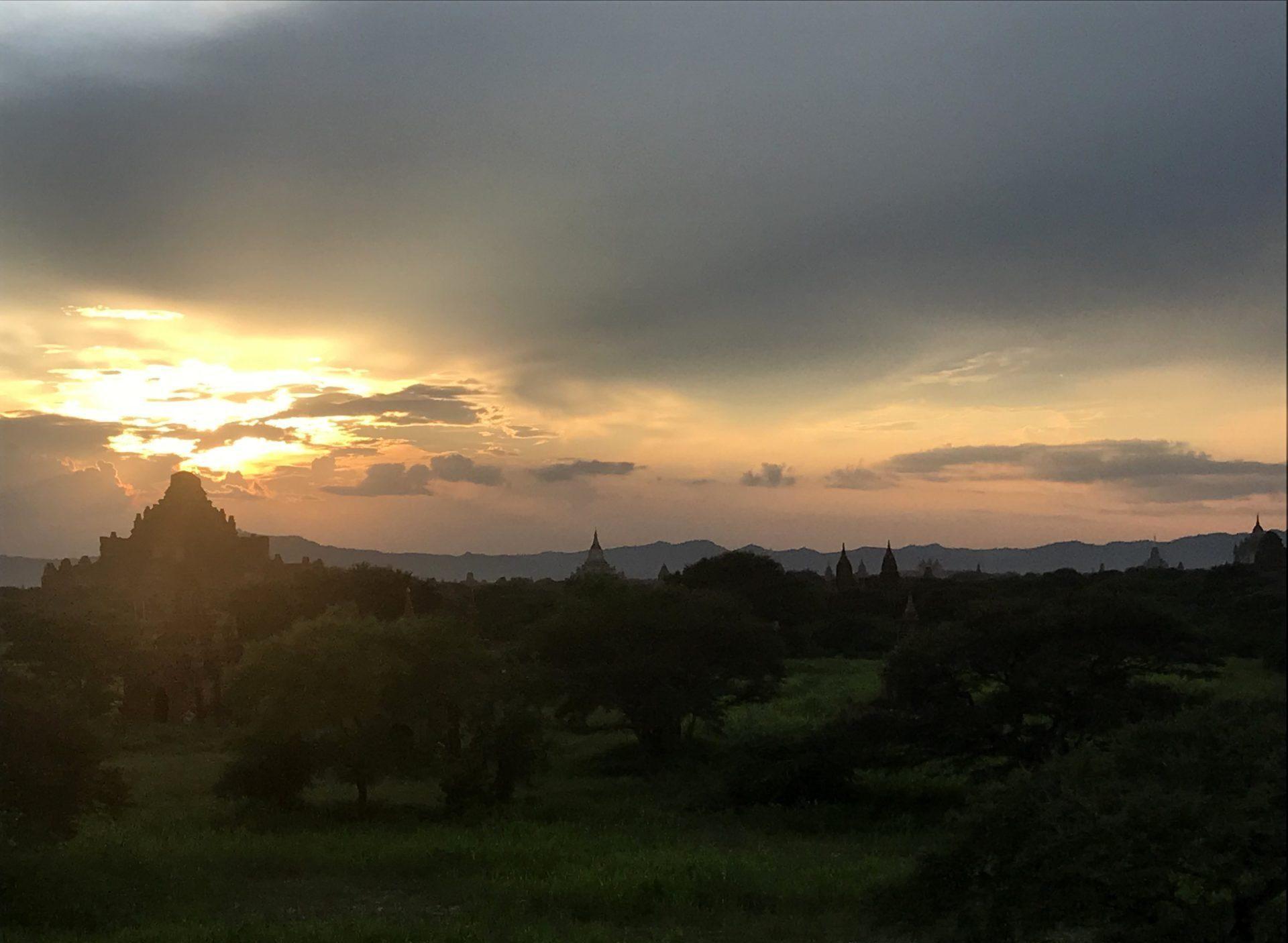Atardecer desde la Sulamani Pagoda