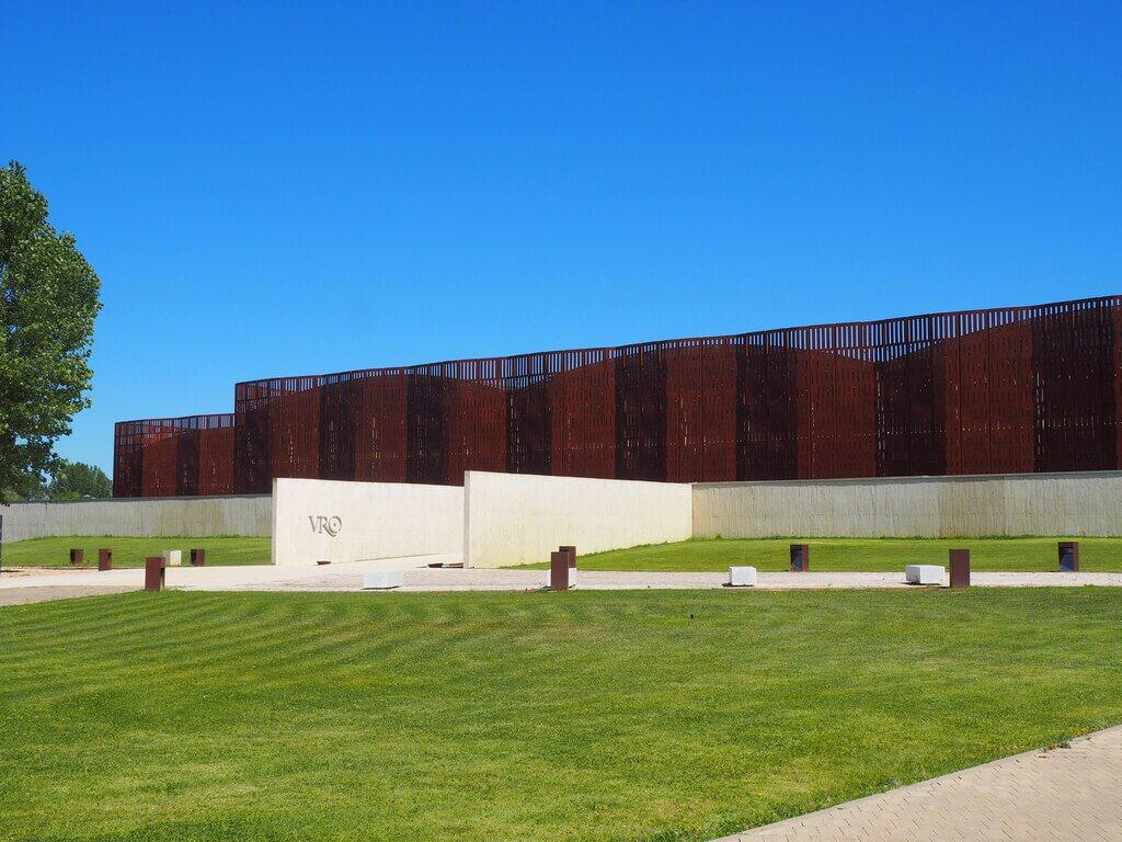 Edificio donde se halla La Olmeda