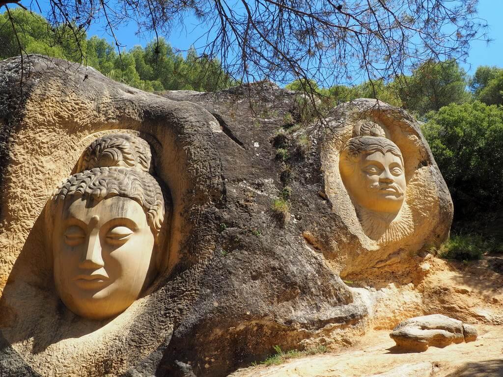 Maitreya y Arjuna ruta de las caras