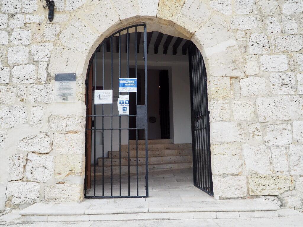 Puerta de entrada a la ermita de Santa María