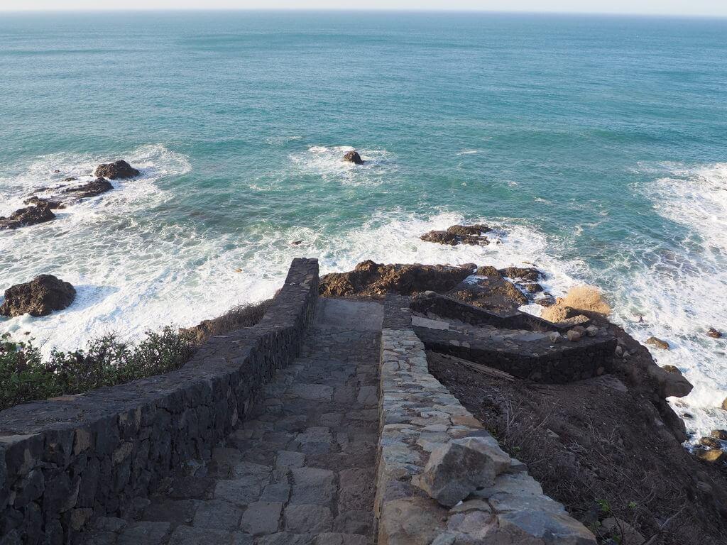 Escaleras que conducen a la playa de Benijo