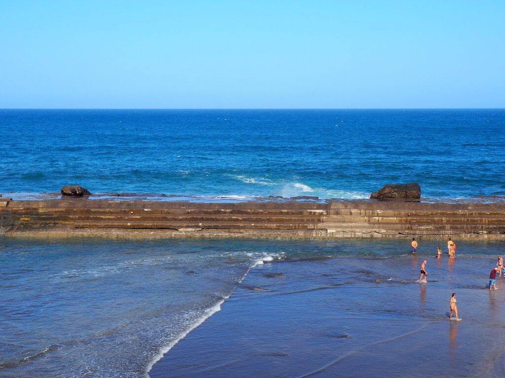 Bañándose en las Piscinas de Bajamar