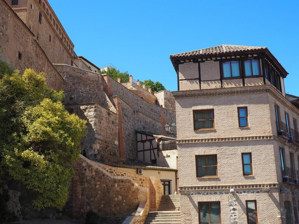 Escaleras que conducen a la Mezquita del Cristo de la Luz