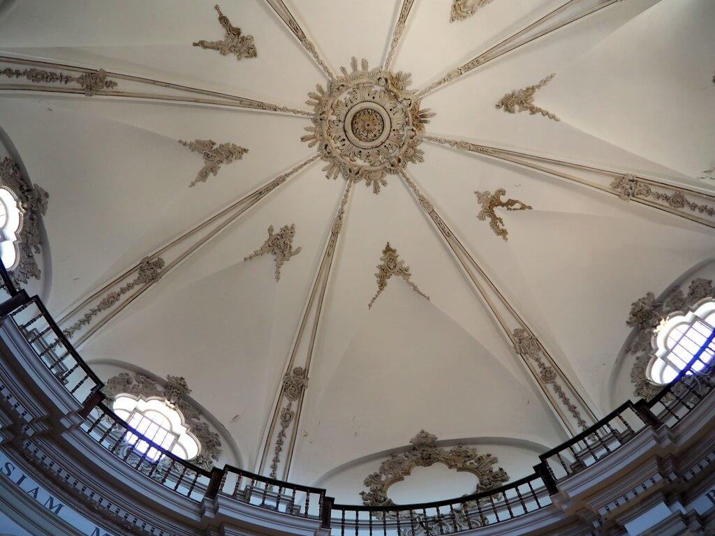 Cúpula interior de la iglesia