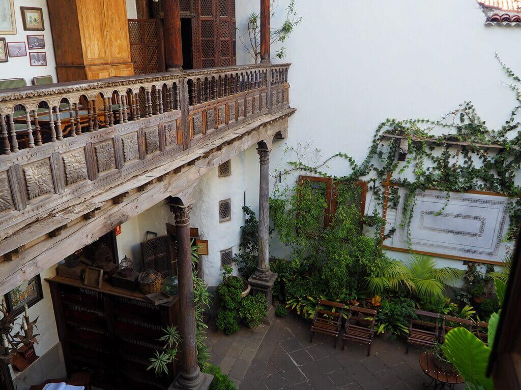 Balconada de madera