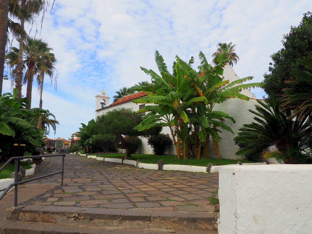 Sendero que conduce a la Ermita de San Telmo