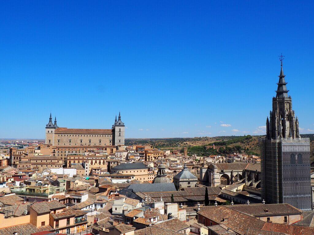 La Catedral y el Alcázar (al fondo) desde las torres de la Iglesia de San Ildefonso