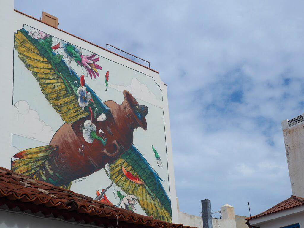 Increíble mural en la fachada de un edificio
