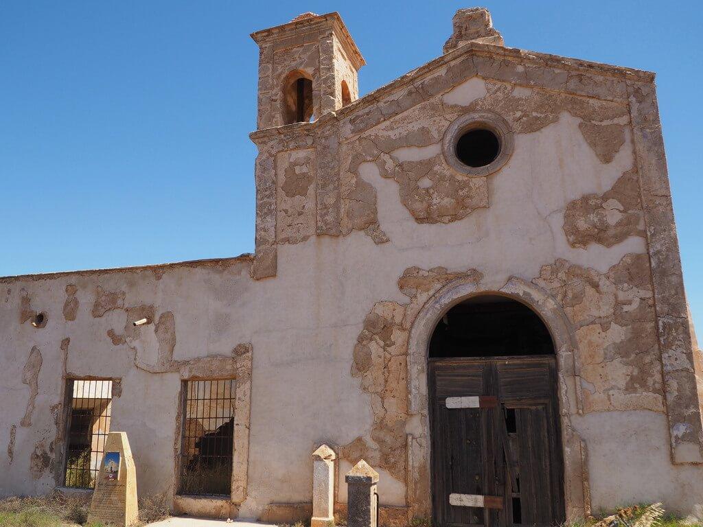 Detalle de la iglesia del Cortijo del Fraile