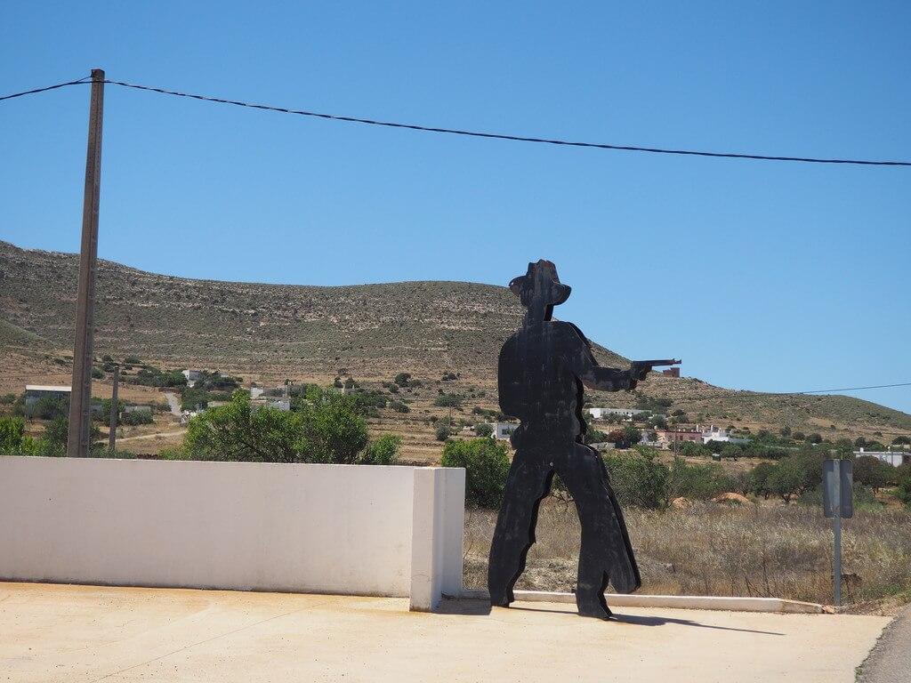 Entrada al pueblo de Albaricoques