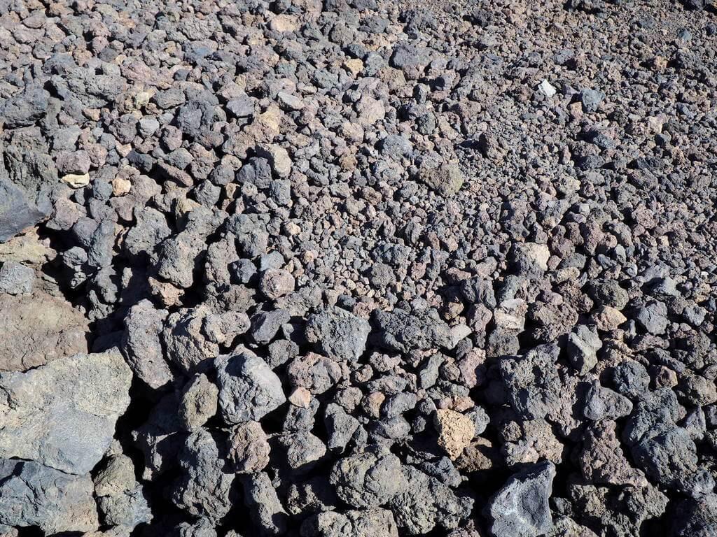 Fragmentos de lava solidificada junto al mirador de las Narices del Teide