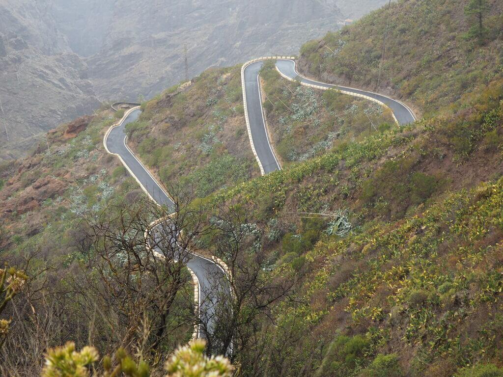 Sinuosa carretera para llegar a Masca