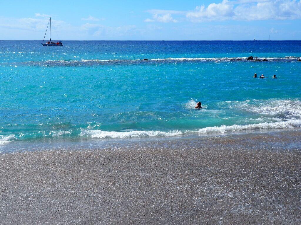 Aguas turquesas de la Playa del Duque