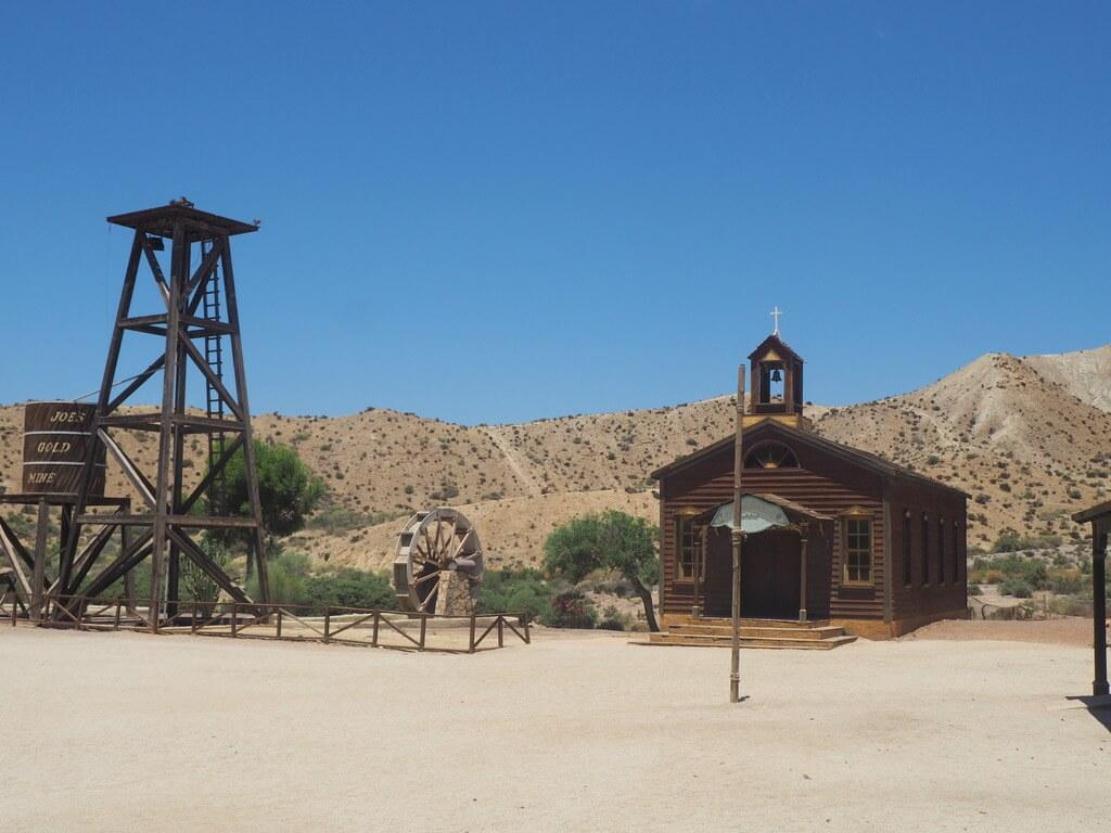 Iglesia del poblado del oeste