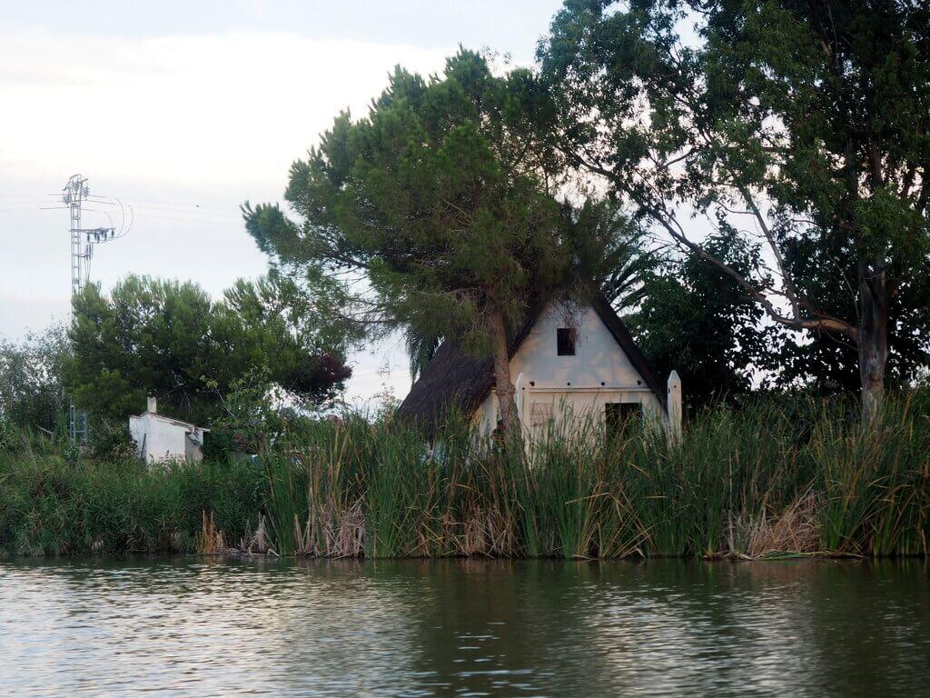 Una barraca a orillas de la Albufera. El Palmar