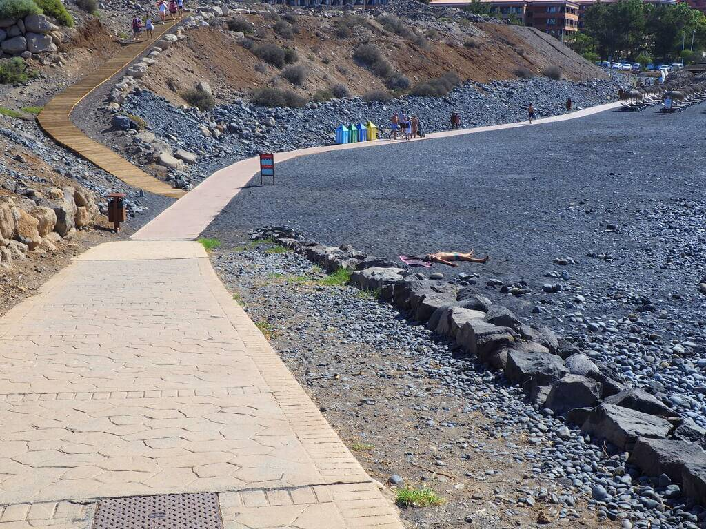 Paseo para bajar a la Playa de la Enramada