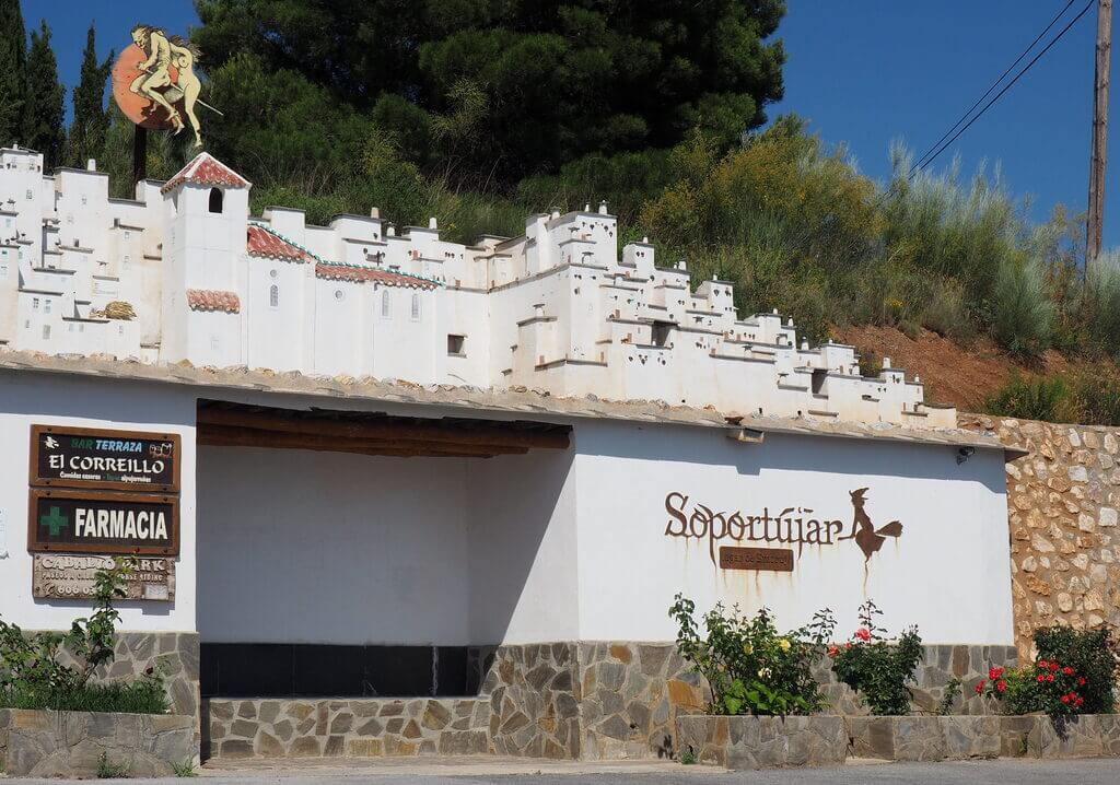 Entrada al pueblo de Soportújar