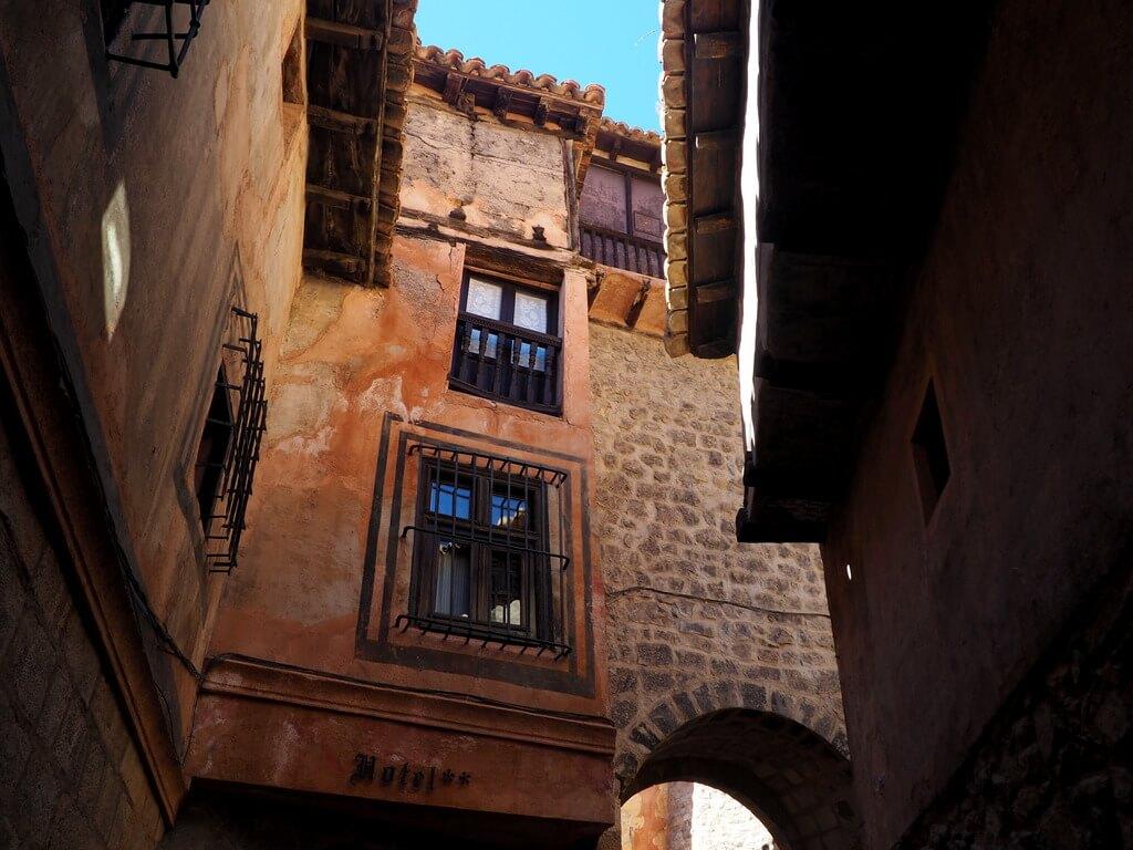Portal de Molina, justo al lado está la Casa de la Julianeta