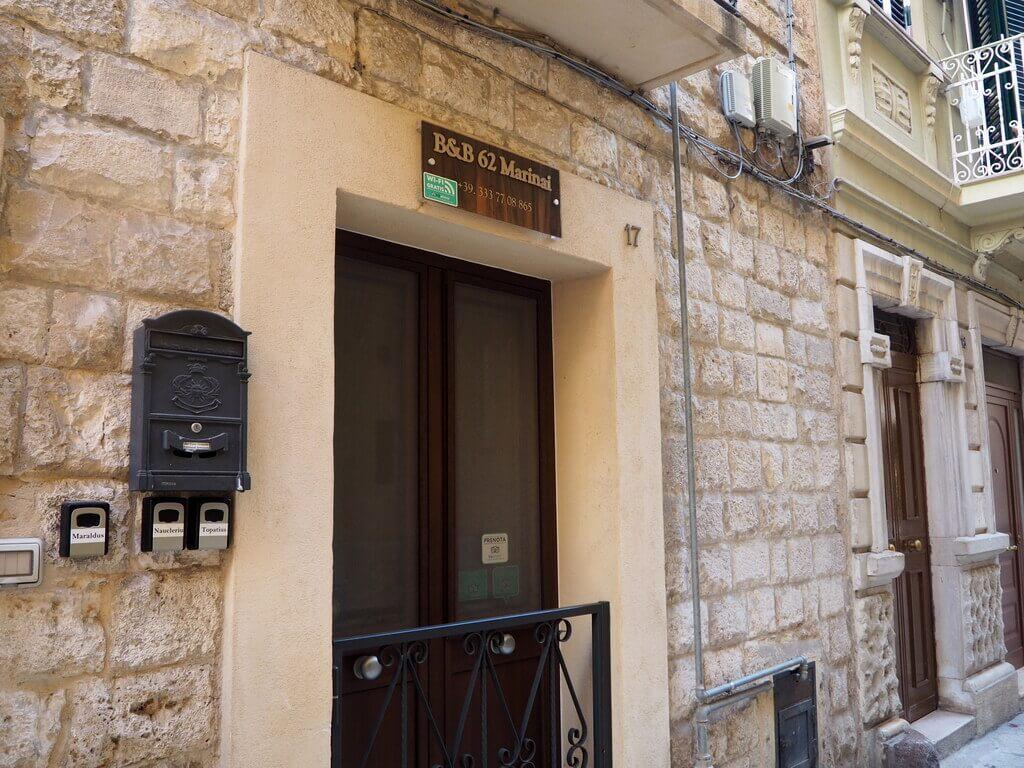 Puerta de entrada al B & B 62 Marinai