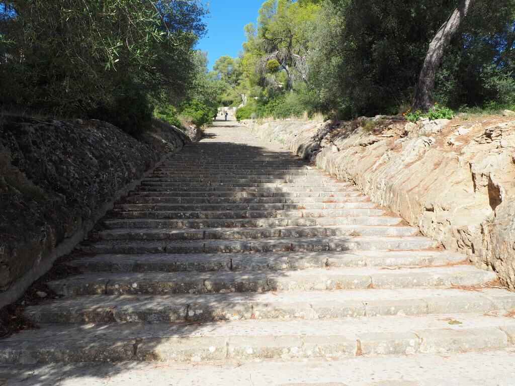 Escaleras de acceso al castillo