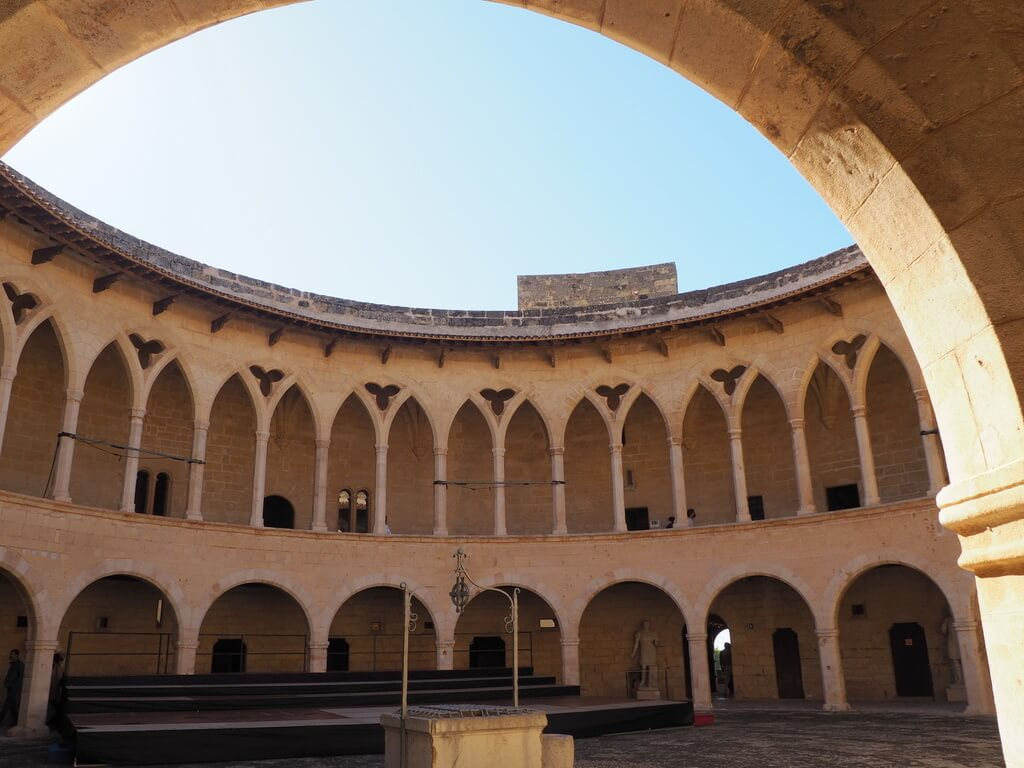 Patio interior del Castillo de Bellver