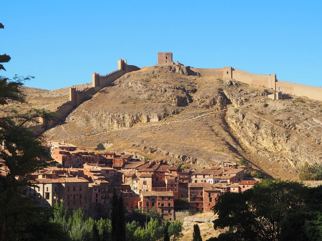 Panorámica general de las murallas de Albarracín