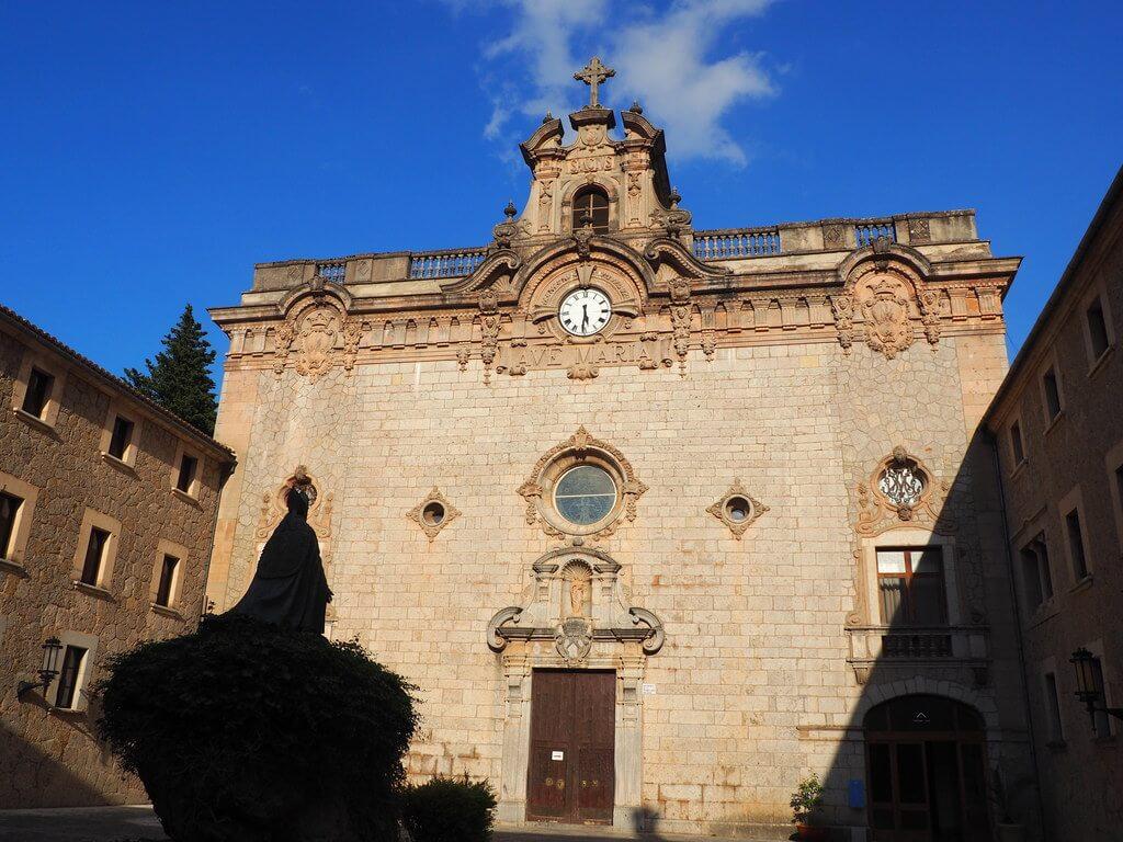 Fachada de la Basílica de Lluc