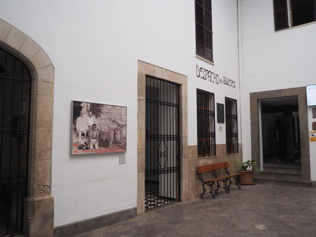 Sala Miró dentro de la Estación de trenes de Sòller