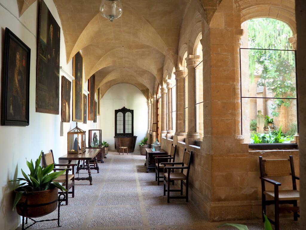 Interior del Palacio del Rey Sancho