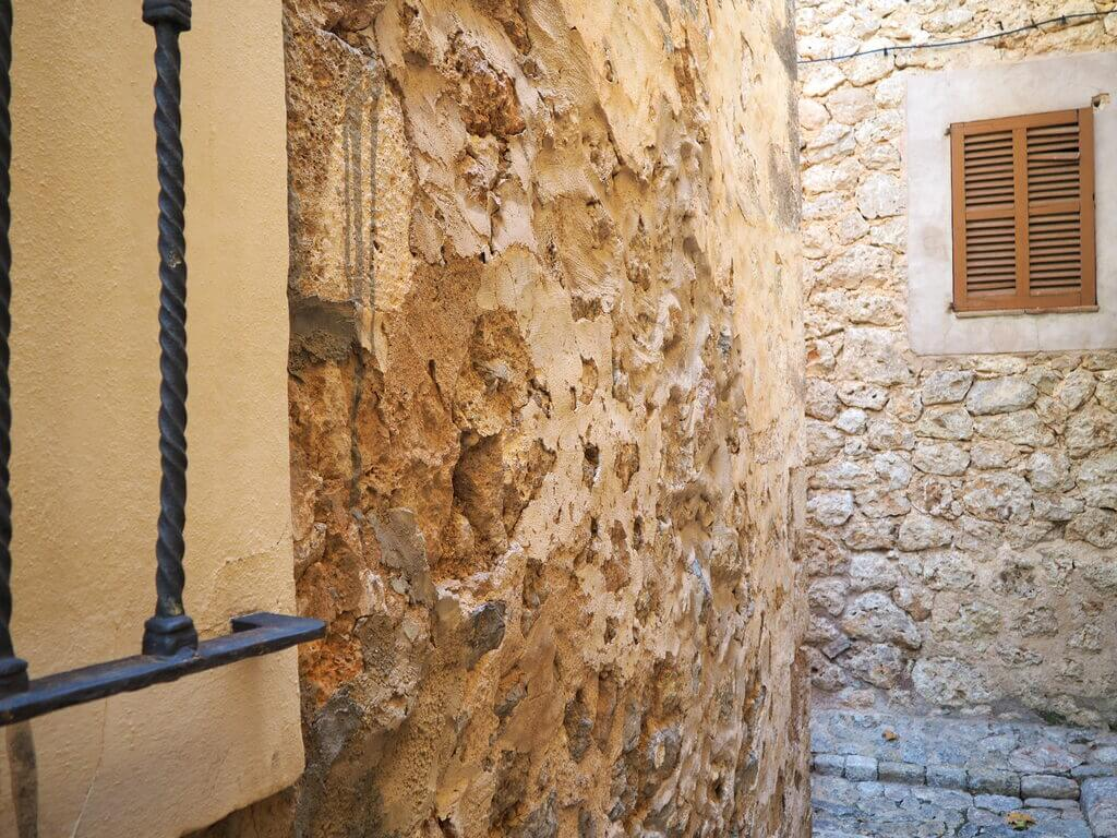 La piedra, tan presente en Valldemossa