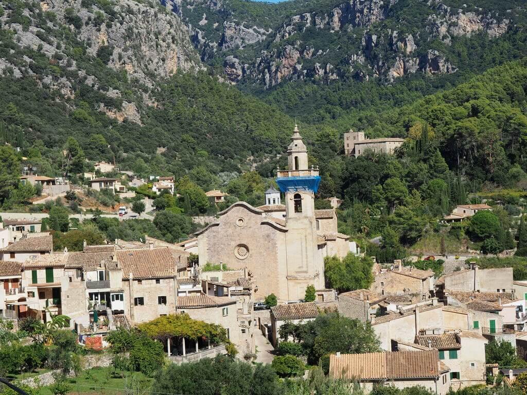 Vistas de Valldemossa desde el mirador de Miranda des Lledoners