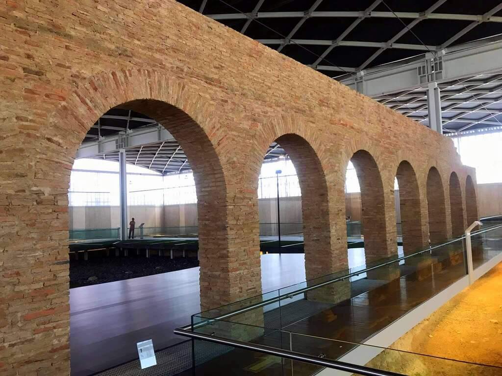 Arcos del peristilo villa romana de la Olmeda