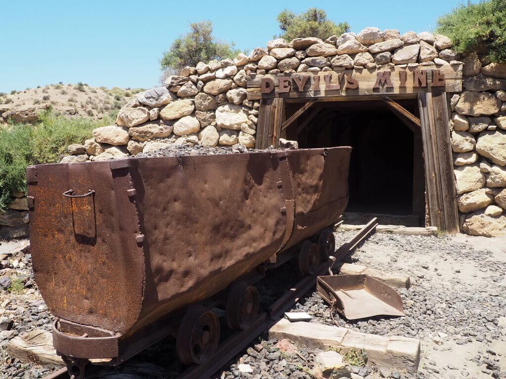 Mina abandonada del poblado del oeste