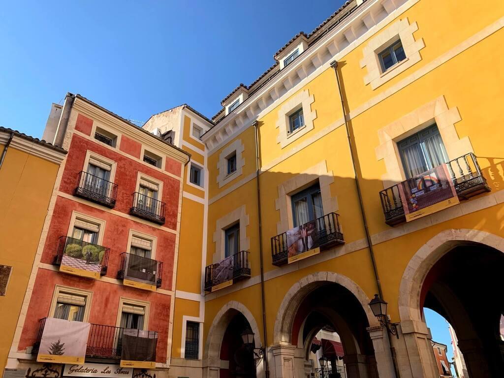 Anteplaza donde comienza la calle Alfonso VIII