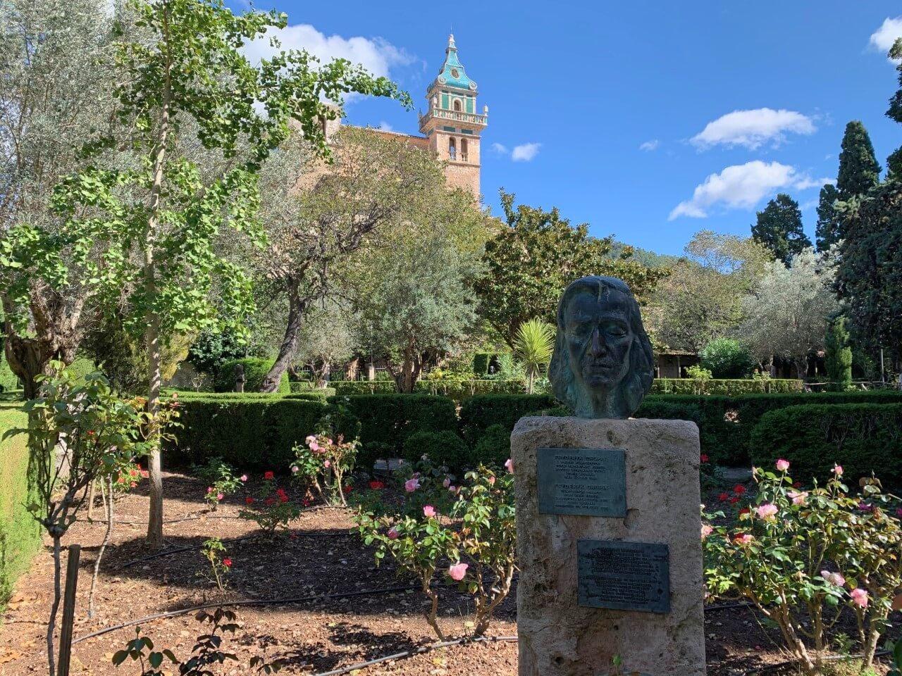 Busto de Chopin en los jardines