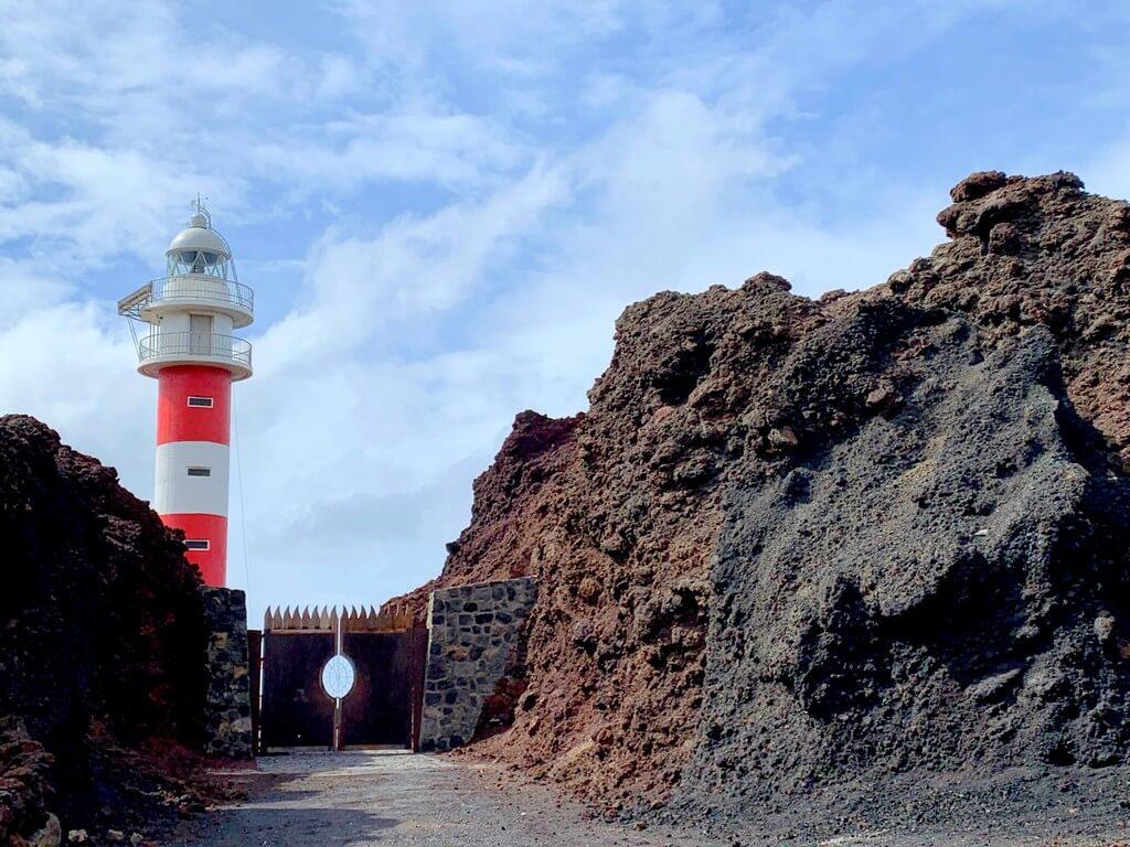 Observando el faro de Punta de Teno