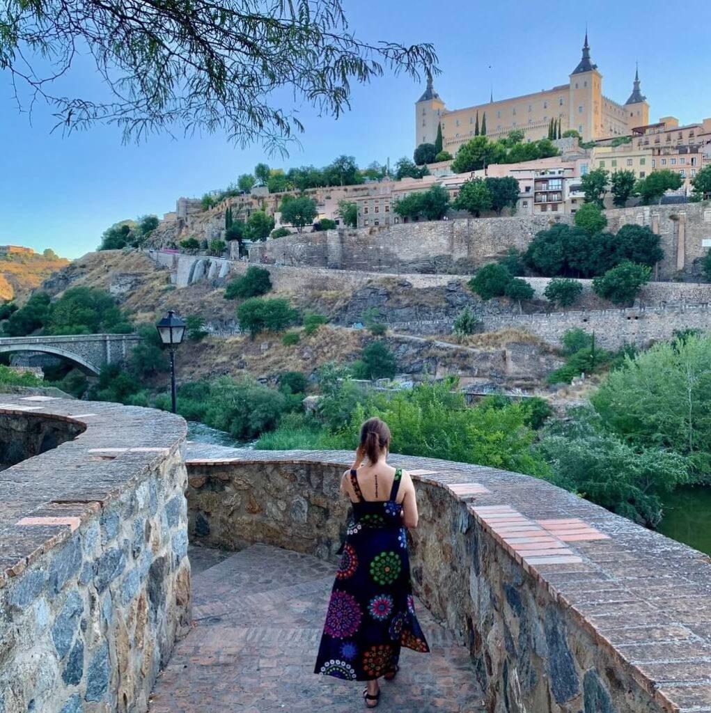 Escaleras que conducen al mirador del Puente de Alcántara