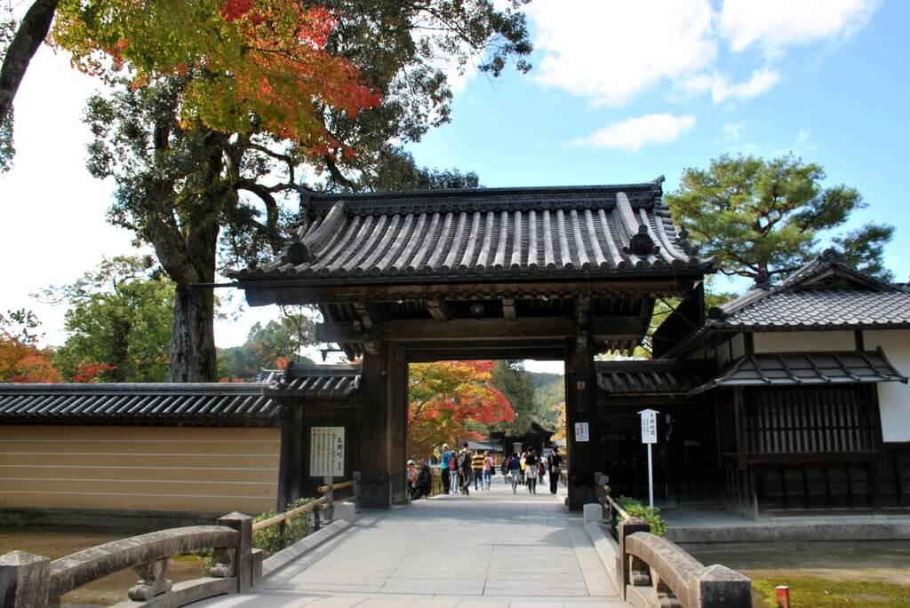 Puerta de entrada al Kinkaku-Ji