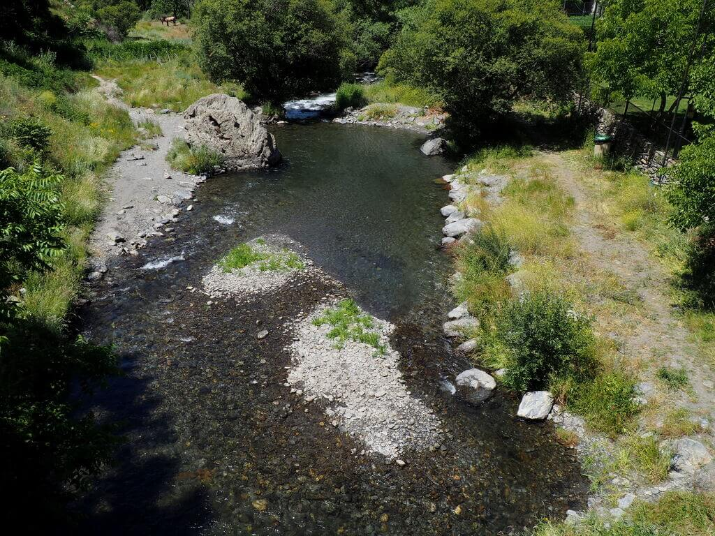 Río Trevélez a su paso por el pueblo del mismo nombre