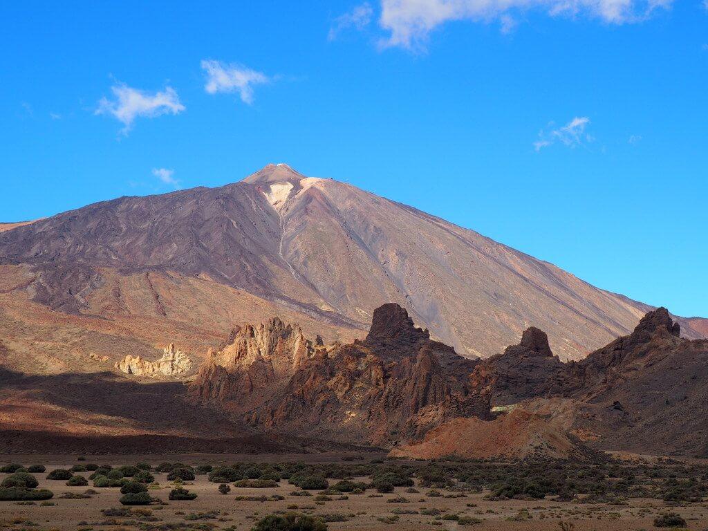 Teide y en primer término Roques de García desde el Llano de Ucanca